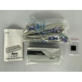 intellinet 2-port mini kvm con cavo integrato controlla 2 computer in 1
